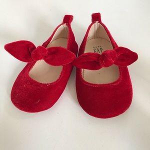 Baby gap velvet slippers with bow